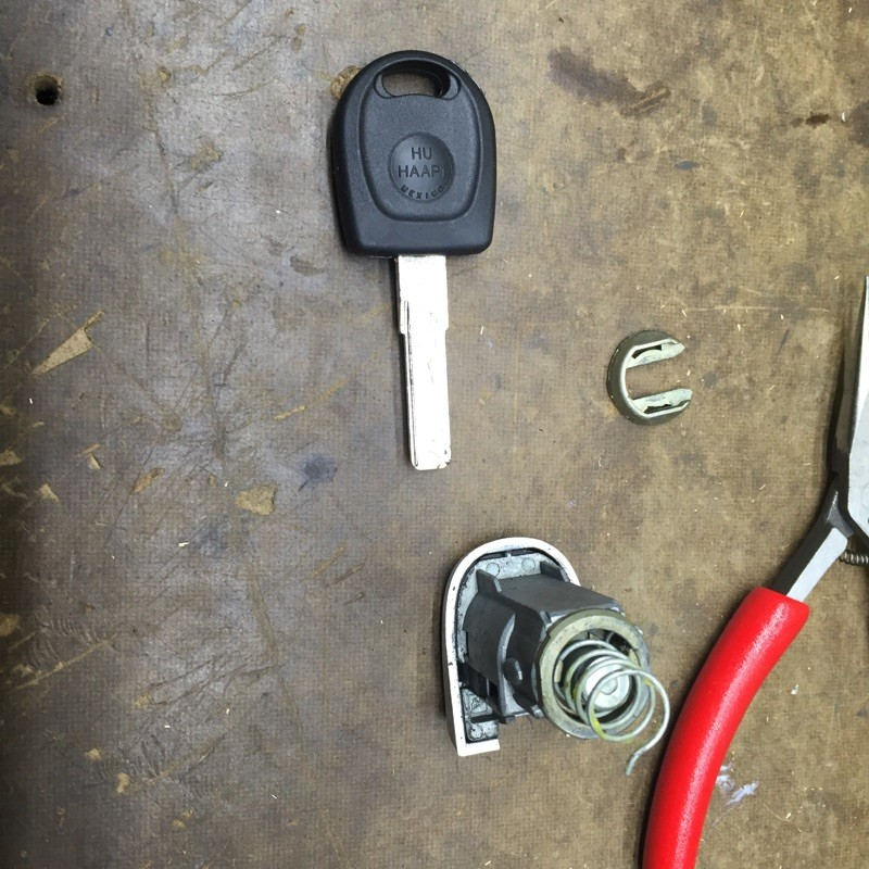 Calling Our Portland Auto Locksmiths To Replace Car Keys