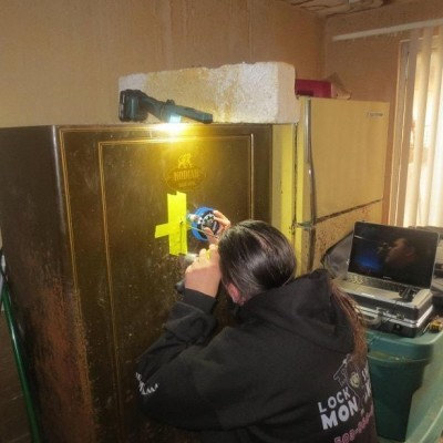 Keep Your Safes Locked With Our Locksmith Services